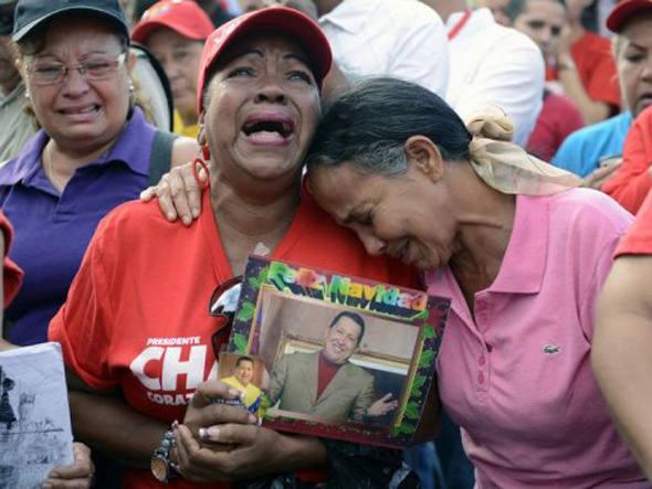 Seguidores lamentam morte de Hugo Chávez (fonte: Exame.com - 07/03/2013)